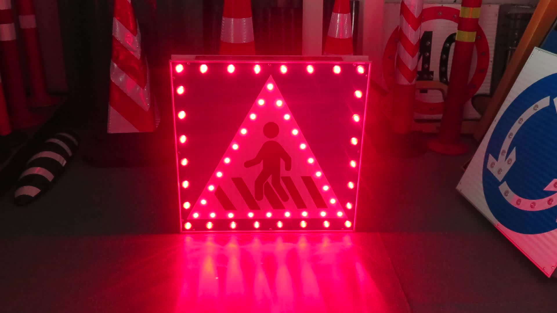 Aluminum yellow flashing arrow light Indicator Guidance signal traffic sign board