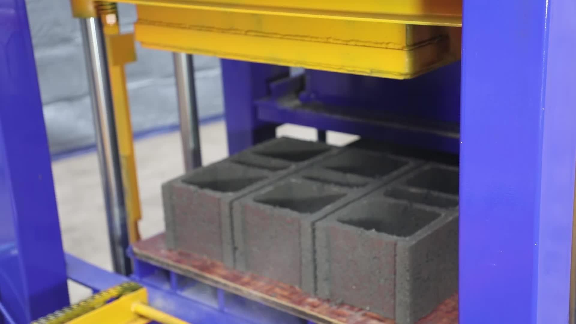 QT4-26 simi-auto concrete cement block making machine sale price in ghana