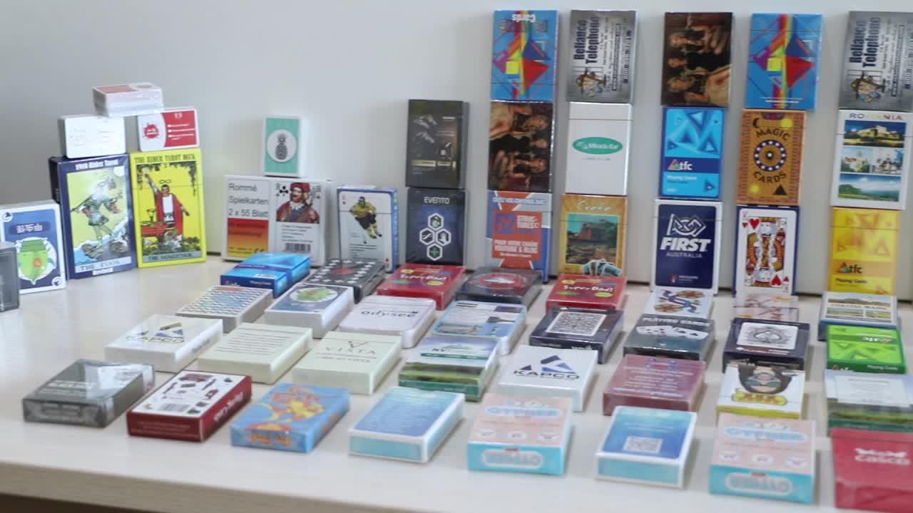 Harga Yang Kompetitif Permainan Kartu Poker Printing Kustom Bermain Kartu