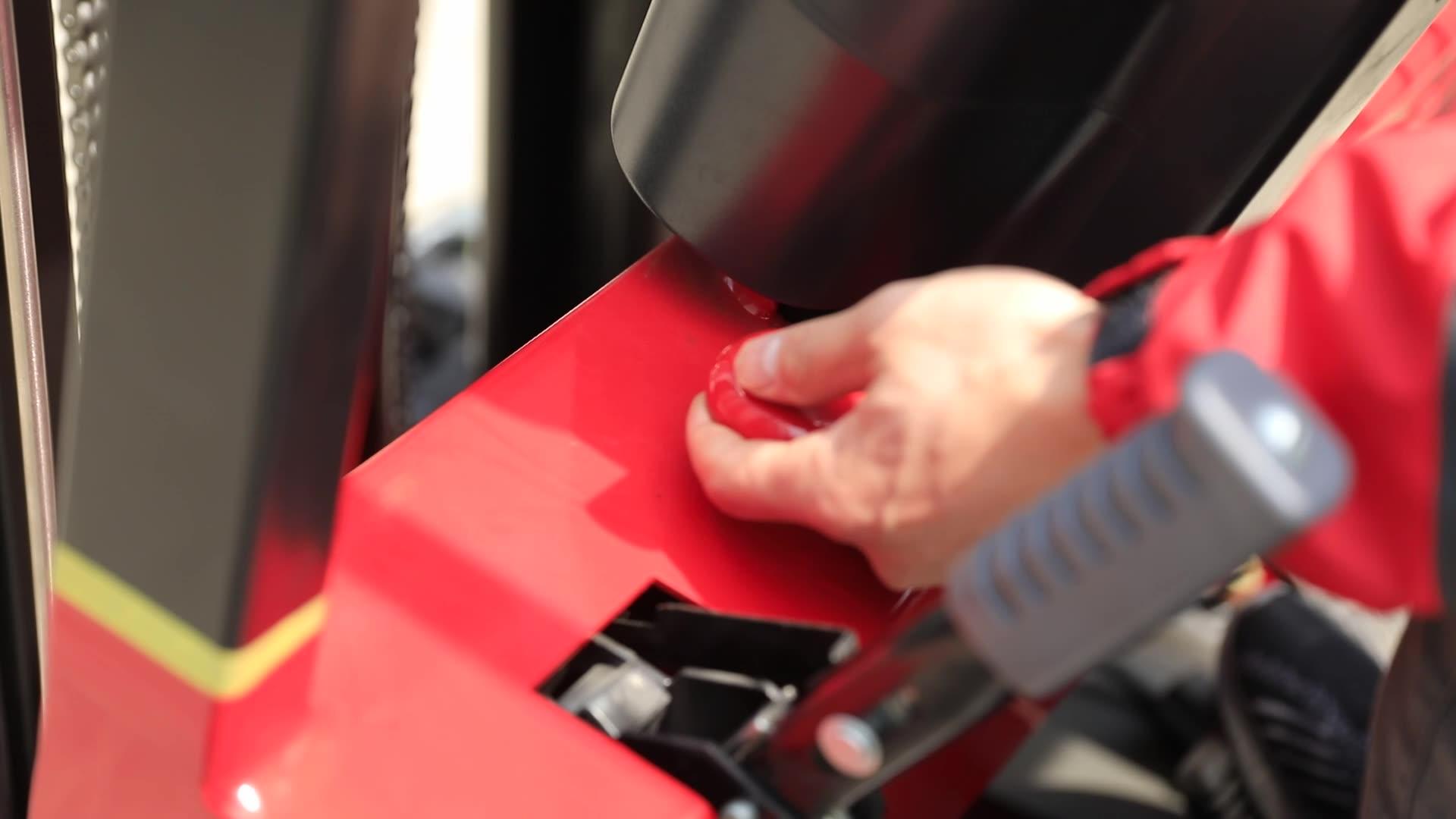 三轮座驾式全电动叉车三支点电瓶液压堆高车平衡重式无腿装卸铲车
