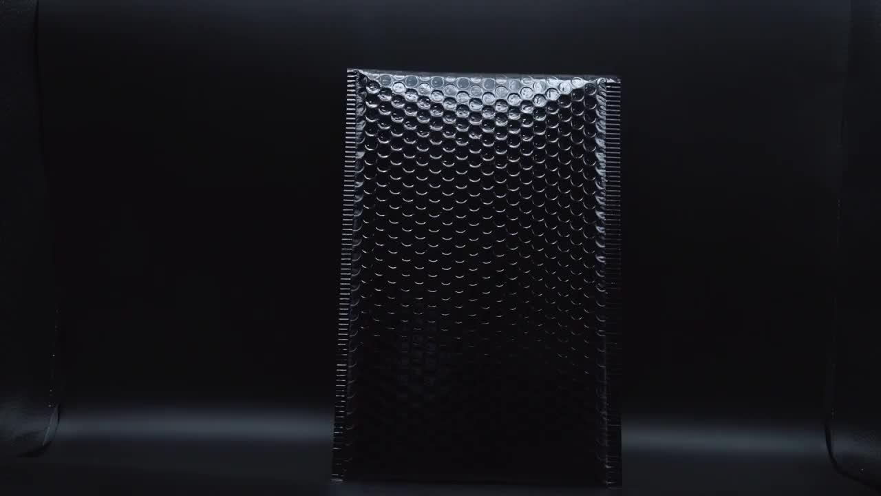 कम MOQ काले पाली मेलिंग बैग गद्देदार लिफाफे पैकेजिंग मैट काले बुलबुला मेलर