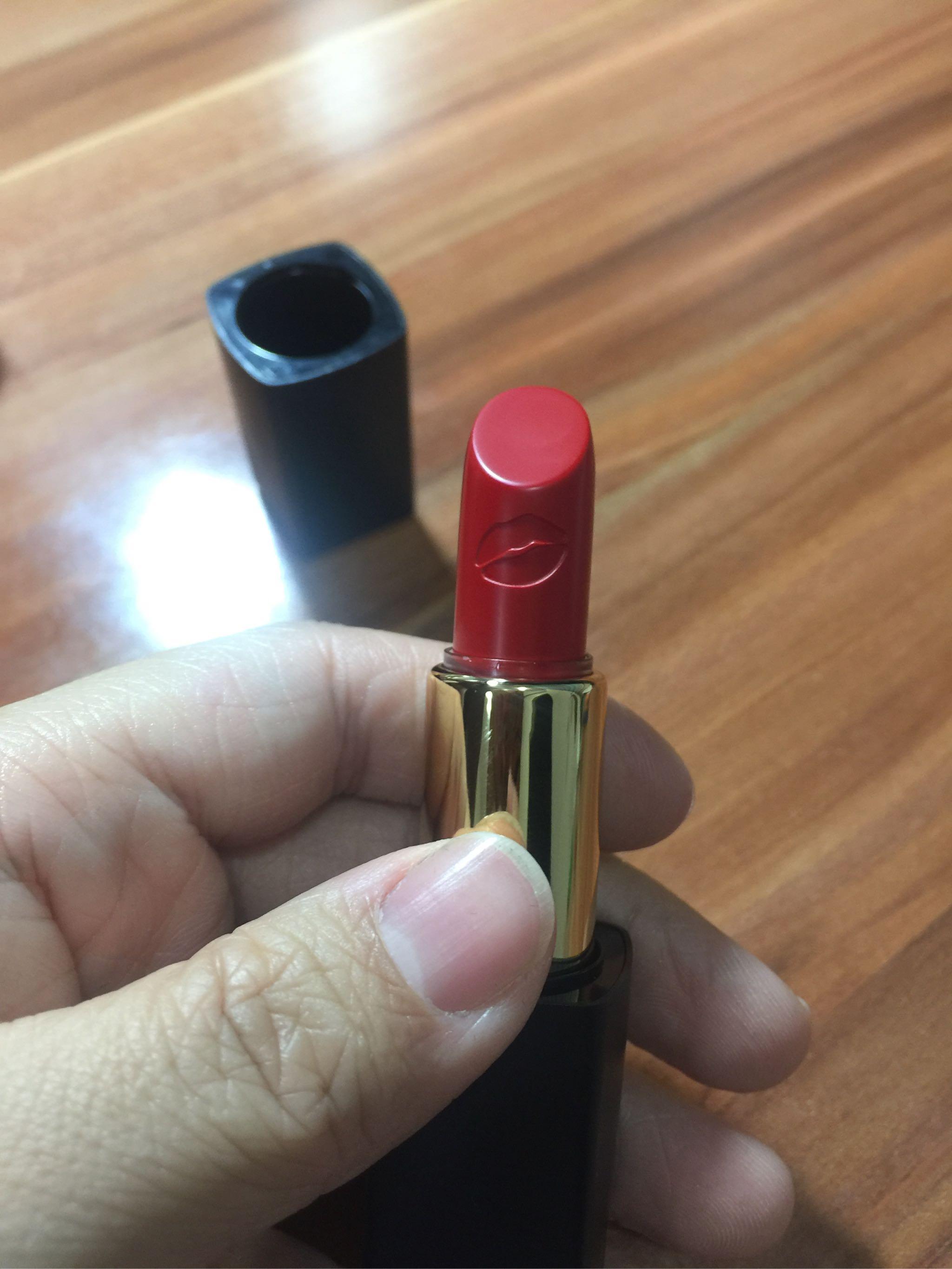艾玛丝精油艺术口红111正红色试色