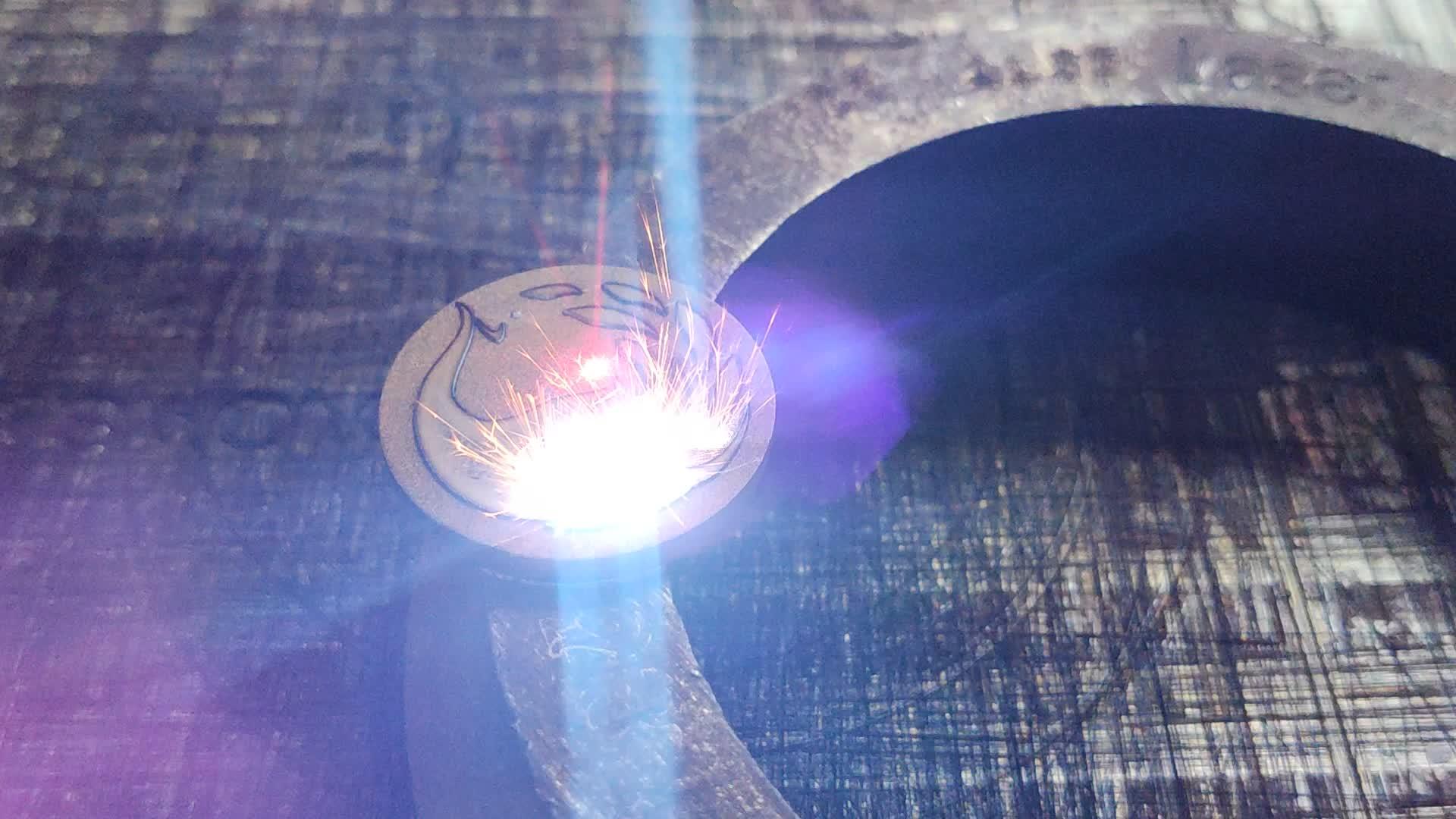 50w raycus 3D fiber laser-markering machine voor gebogen markering en diepe graveren