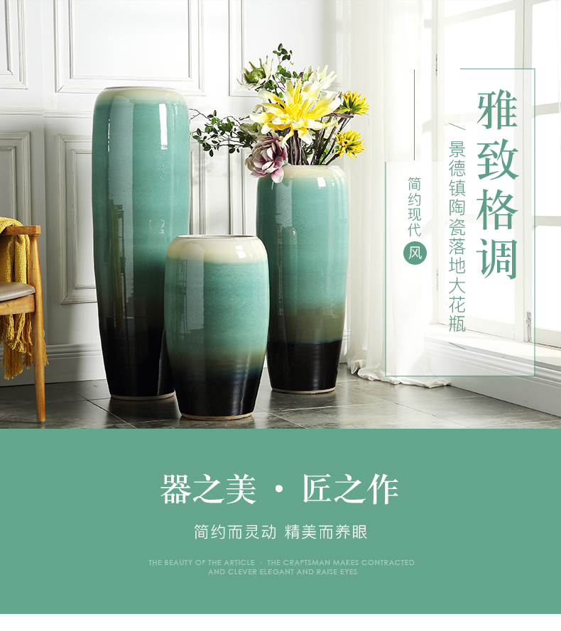 Jingdezhen ceramic vase of large modern European sitting room hotel villa, dried flowers, flower arrangement, adornment is placed