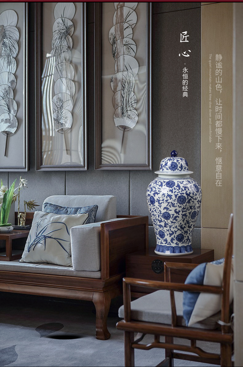 Antique vase of blue and white porcelain of jingdezhen ceramics furnishing articles Chinese style restoring ancient ways with cover general canned decorations arts and crafts