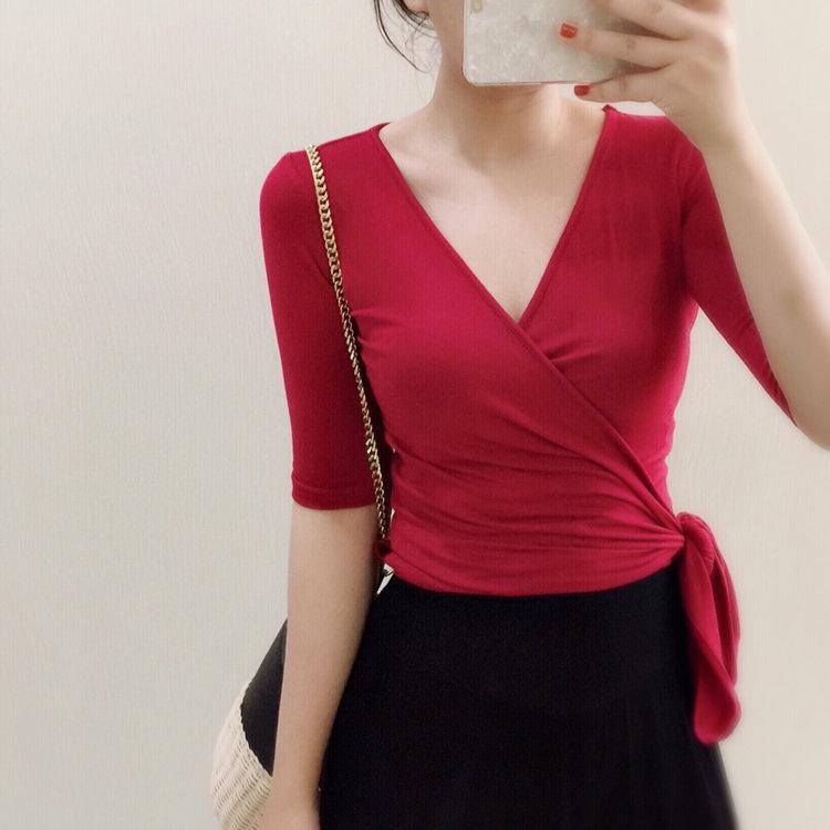 「MoMoWoAi嗳呗」打结红黑a短款V领复古T恤短款系带v短款上衣性感