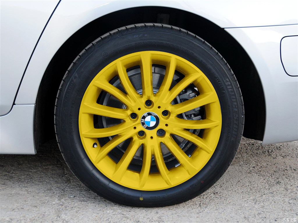Car wheel spray film can be torn hand-tear car coating paint film to change  the color from the spray hand spray modified supplies