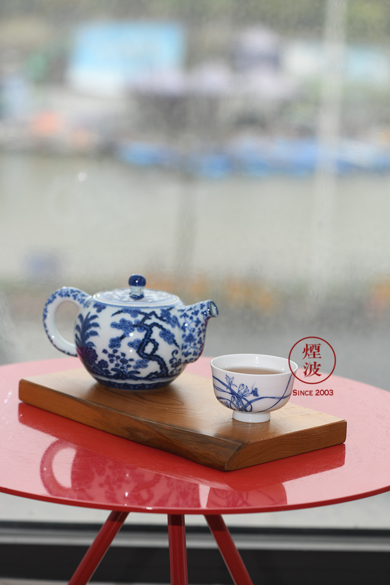 Jingdezhen nine calcinations hand - made blue - and - white porcelain hand refers to butterfly pressure hand cup tea cups