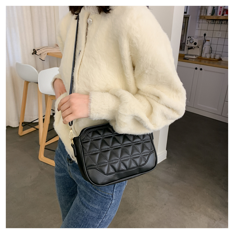 Women's new wave casual shoulder Messenger bag fashion rhombus embroidery small square bag NHXC192233