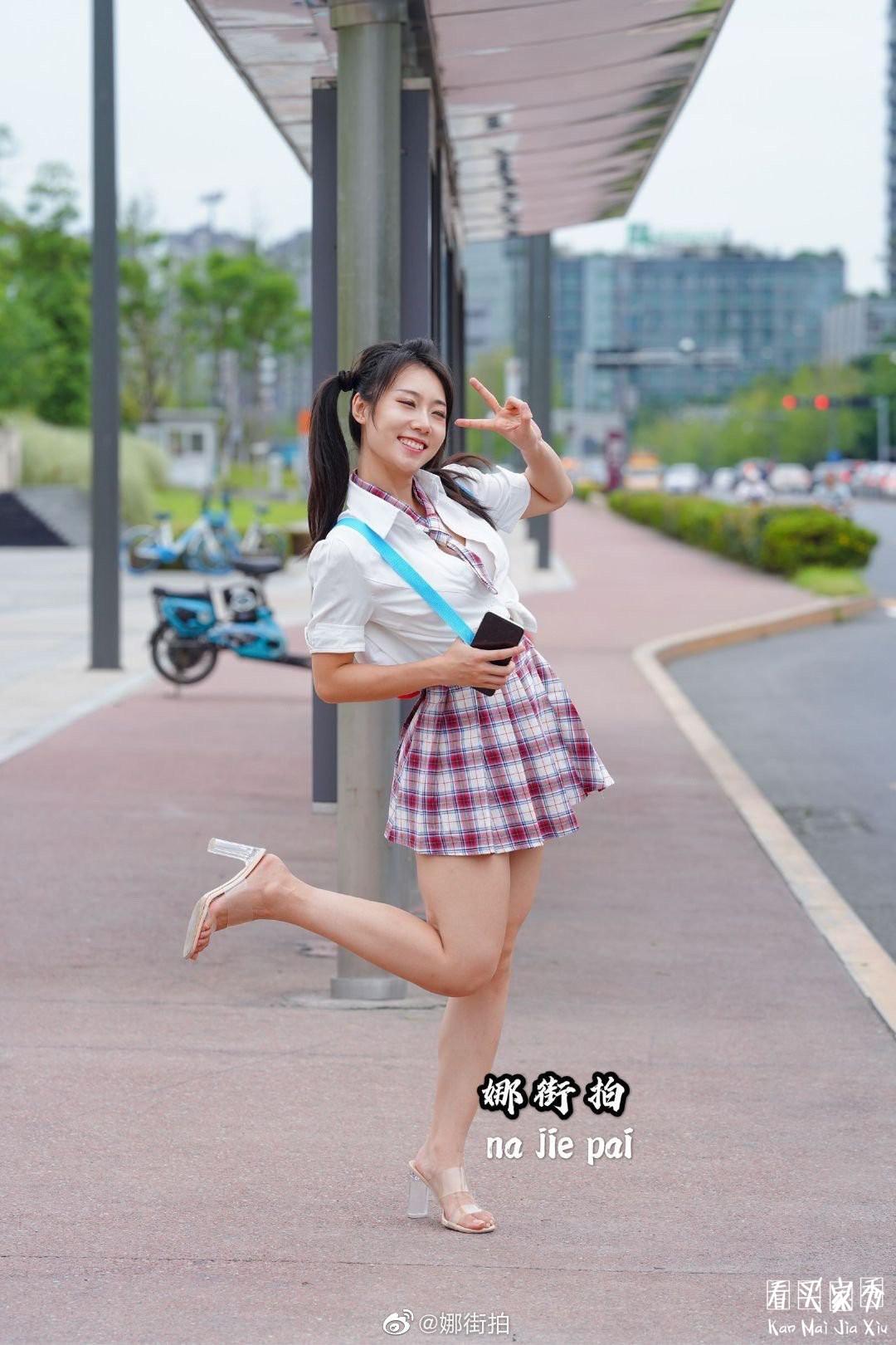 [街拍美女]JK小香风气质超短裙美女,妖风什么时候来,摄影师等不及了7