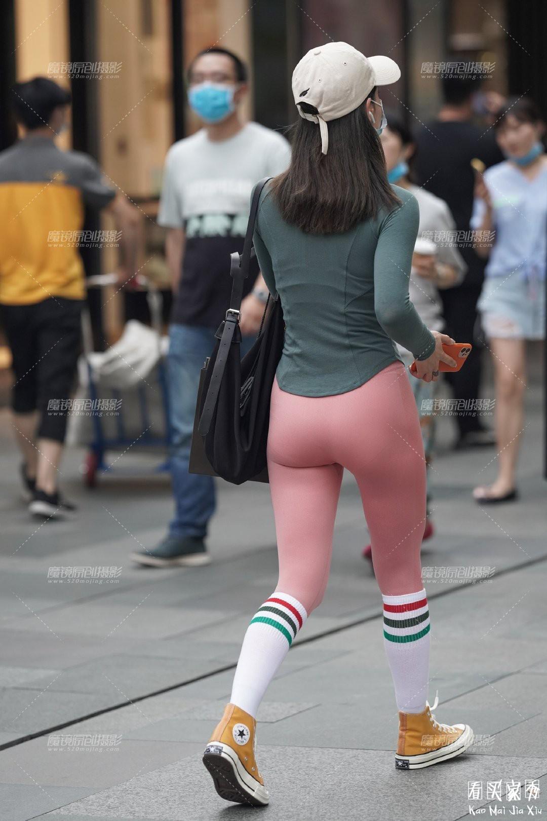[街拍美女]性感紧身无痕运动裤,时尚休闲,凸显身材的美4