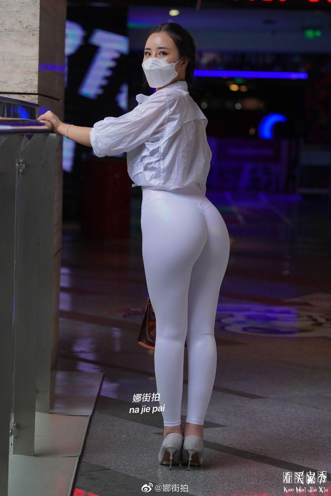 [街拍美女]运动内衣搭配微透明健身裤,简洁好看,美得直截了当9