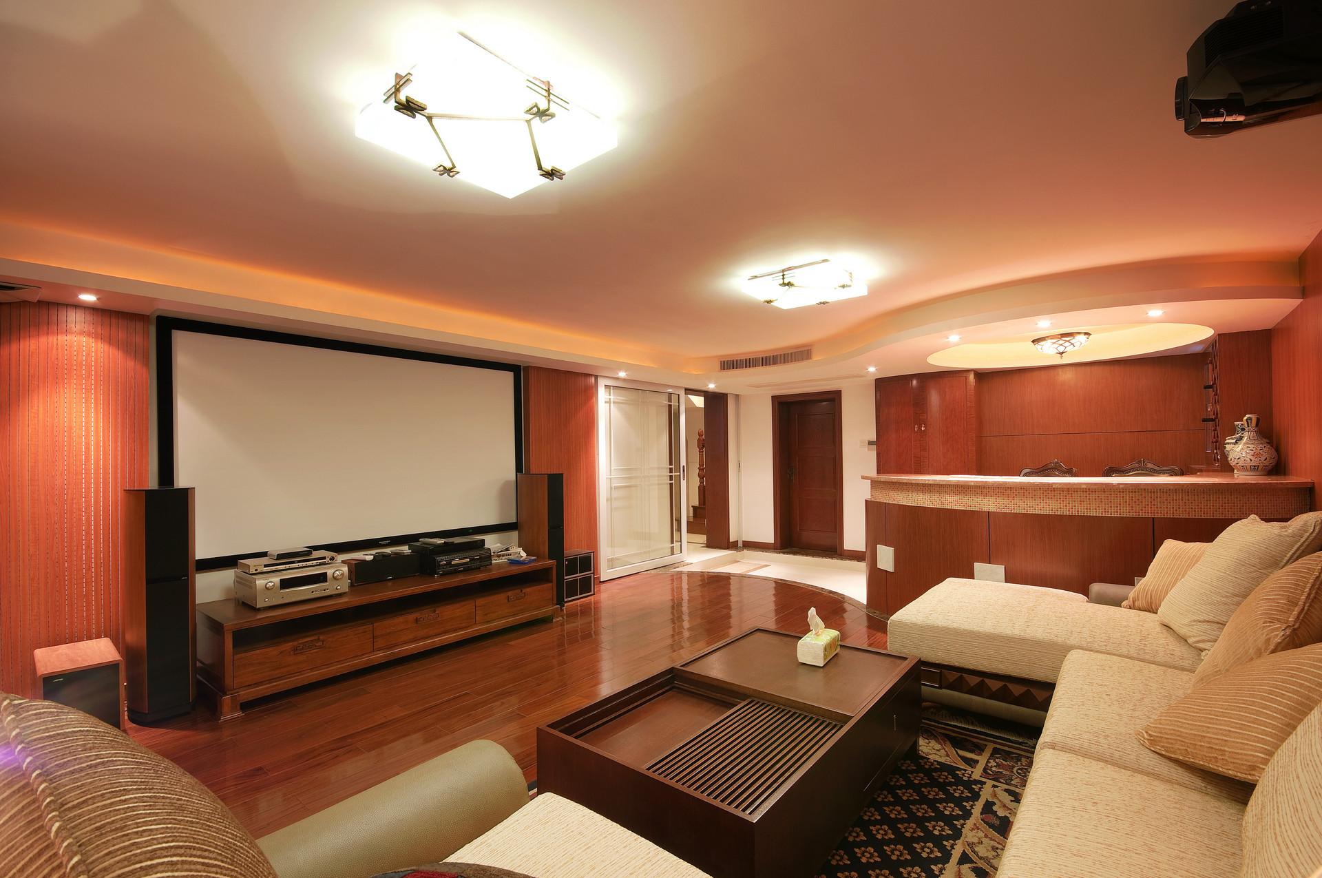 应对长期宅家,投影仪让家变影院
