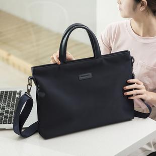 Мужской и женщины бизнес портативный ноутбук компьютер пакет общественное культура данные промышленность бизнес файл мешок оккупация через посещаемость в руке сумку