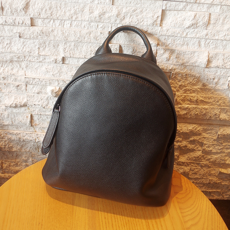 9256bea690cf Leather shell shoulder bag female simple retro 2018 new first layer leather  handbag medium soft leather backpack