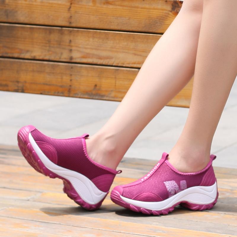 Giày thể thao ngoài trời dày dưới đáy đệm của phụ nữ đệm thoải mái và nhẹ thoáng qua giày lười đi bộ bề mặt lưới - Khởi động ngoài trời