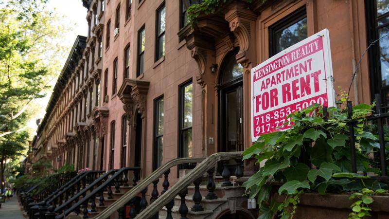 随着各州重新开放,美国购房者的抵押贷款申请意外飙升