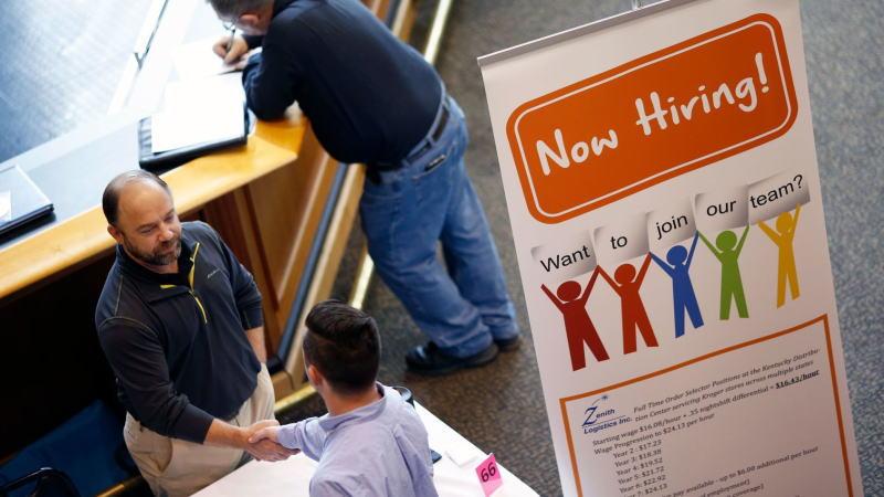 美国消费者对其就业前景的信心达到近20年最高水平