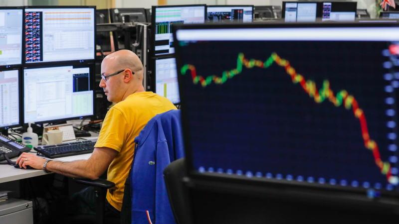 WTI原油期货5月合约跌至近-40美元/桶,华尔街分析师怎么看?