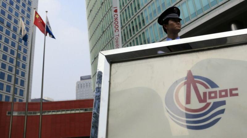 三大电信公司摘牌后,由于面临退市威胁,中海油股价暴跌