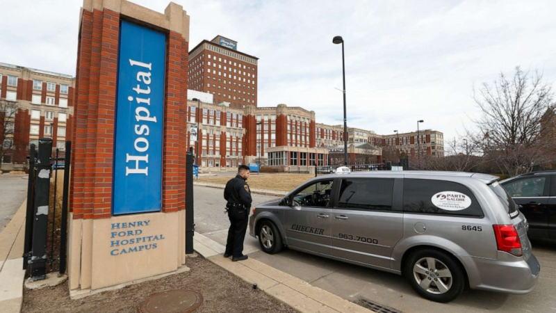 密歇根的一个医疗公司已经提出了一个应急计划,让医生在治疗冠状病毒病人时做出生死攸关的决定