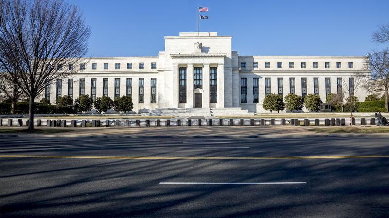 """美联储承诺维持接近零的利率,因为看到美国经济""""急剧下降"""""""