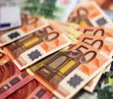 周五(8月14日)欧市盘中,欧元兑美元短线加速下挫刷新日低至1.1782...