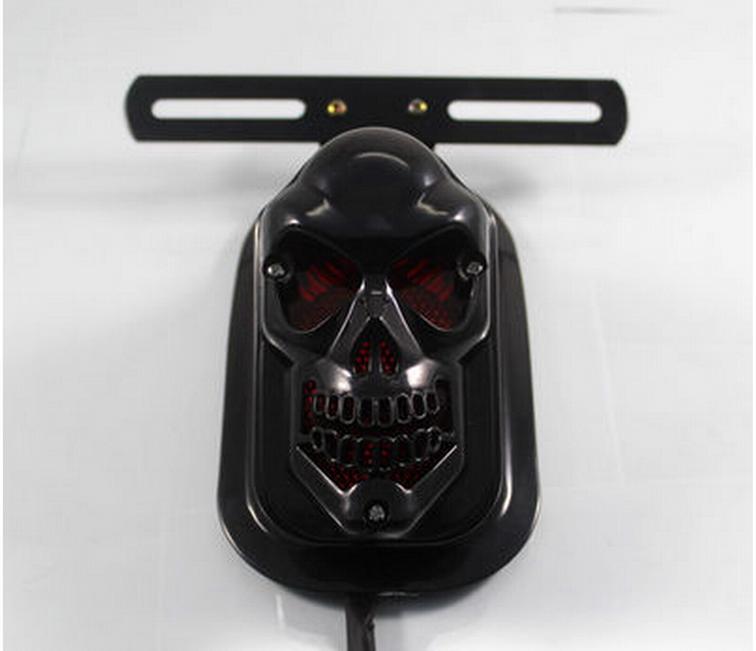 Thư miễn phí sửa đổi phụ kiện xe máy mát mẻ sọ đen đầu xe máy đèn phanh 12 v điện xe biển số đèn hậu - Đèn xe máy