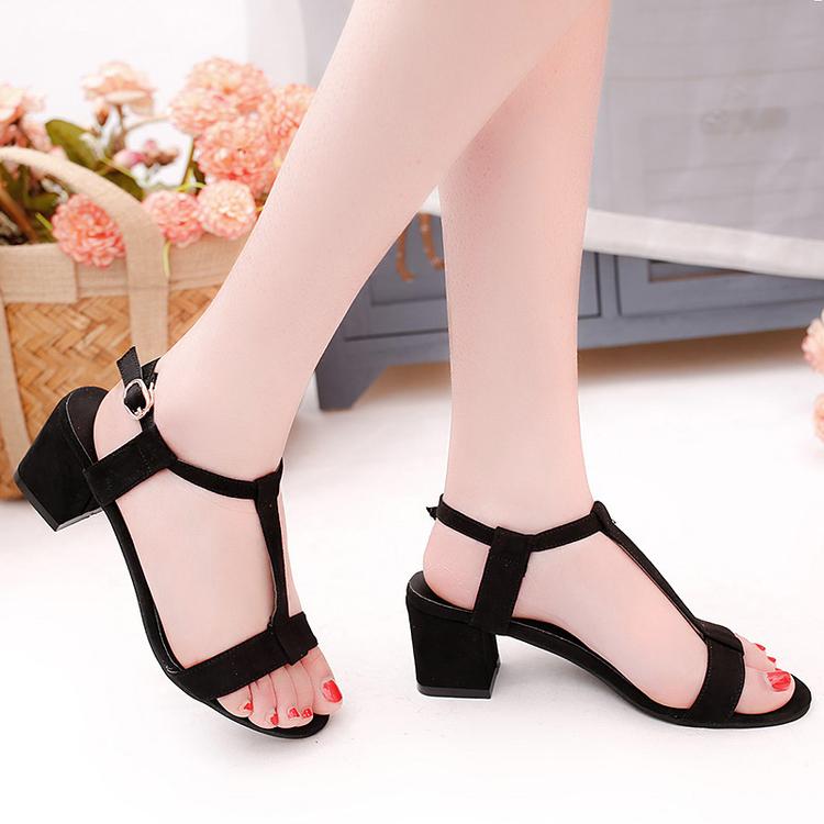 春夏新款女鞋韩版性感丁字式铆钉凉鞋尖头漆皮浅口粗高跟显瘦单鞋