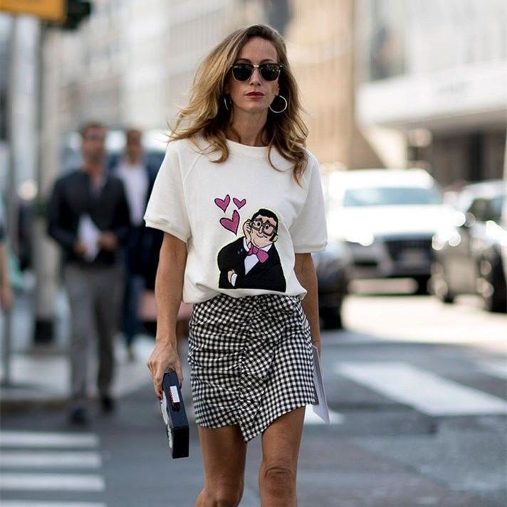 印花T恤让你成为夏日的亮点!