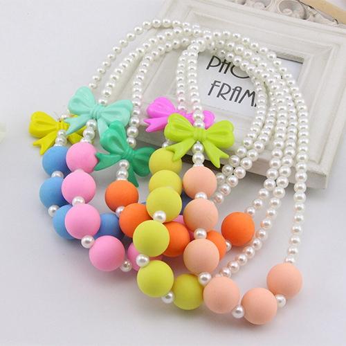 韩国设计师款儿童磨砂帖色蝴蝶结项链防过敏亚克力女童珍珠项链