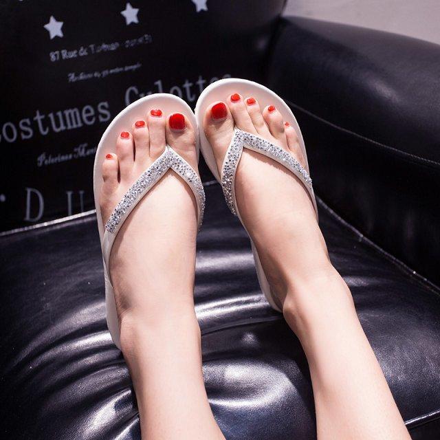 2015夏季新款水钻平底沙滩女鞋时尚夹脚凉拖带钻韩版潮人字女拖鞋
