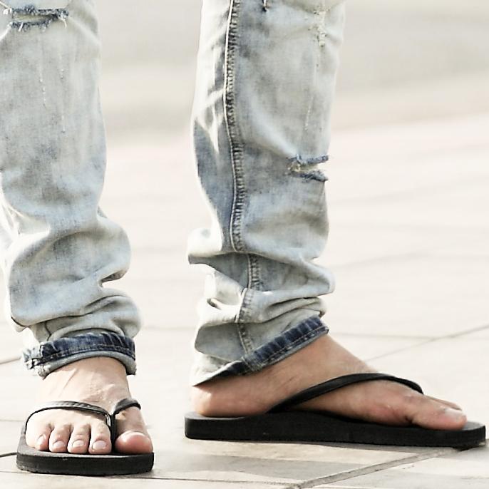 2015夏天新款 简约时尚潮人拖鞋 纯色男款人字拖 多色入X282
