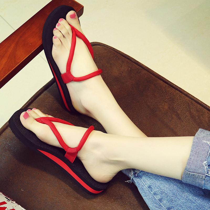时尚人字拖女夏海边平底夹脚凉拖沙滩鞋情侣坡跟外穿防滑厚底拖鞋