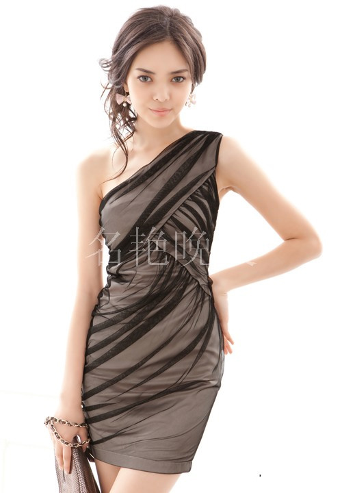 Вечерние платья Японский-корейский сексуальный косой плечо платье платье женщины короткие новый невесты свадебный тост ужин ежегодная встреча j075