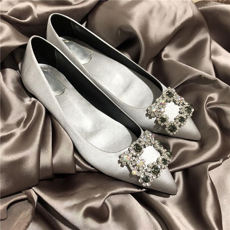 尖头女2019春新款RV新娘明星平底方扣单鞋欧洲站水钻同款婚鞋高跟