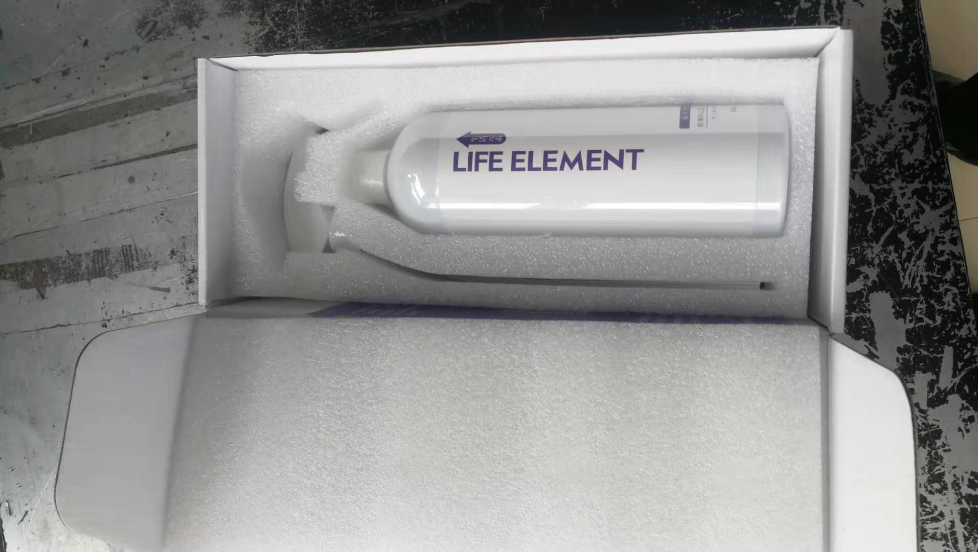 送了刚换新车的朋友LIFE ELEMENT净化剂,能除甲醛去异味,看着相当正规