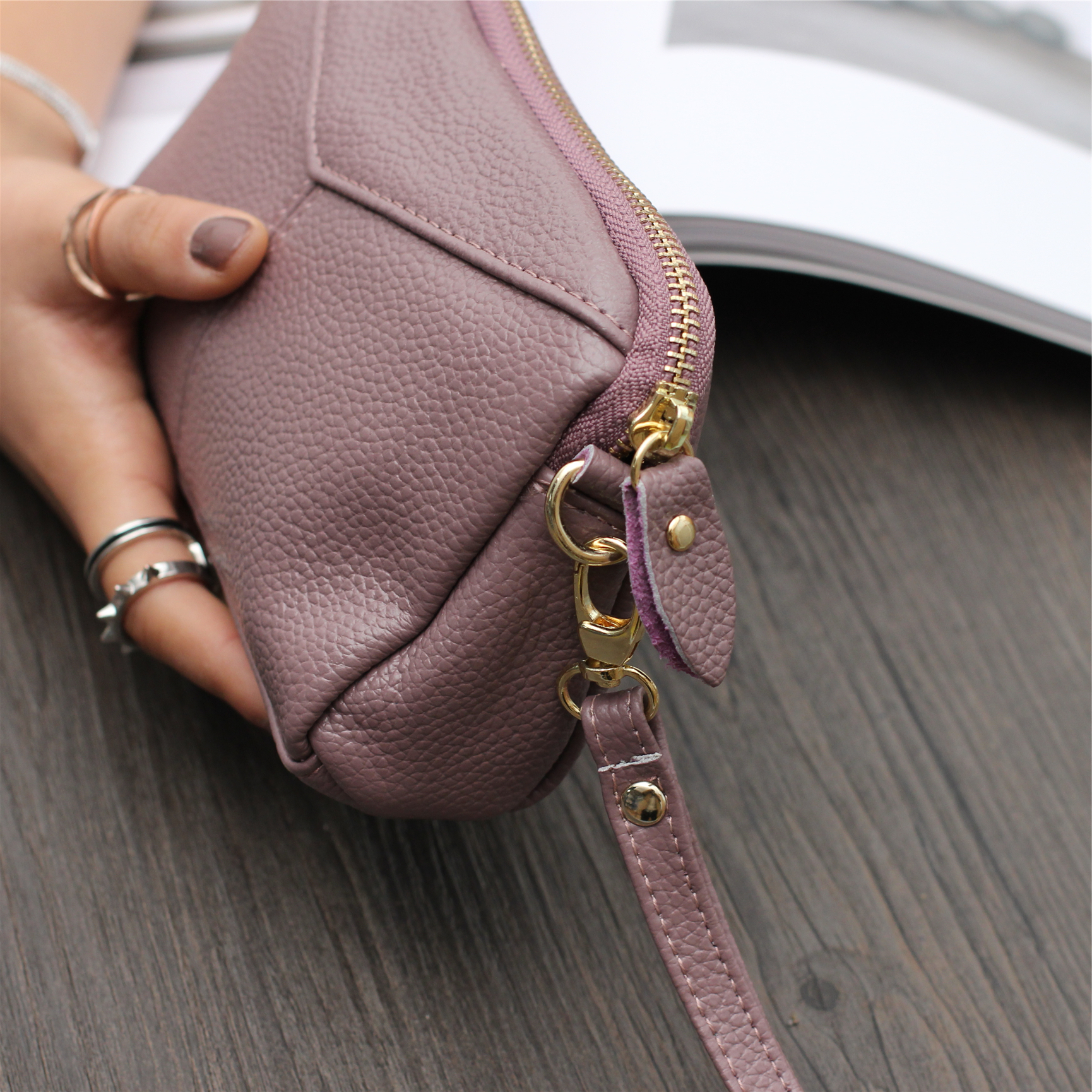新款大容量软皮女士手拎小包休闲时尚简约纯色长款女式钱包化妆包1元优惠券