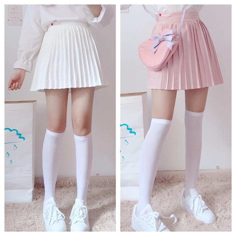 荷叶领白色百褶裙