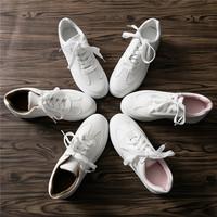 白色文艺低帮鞋
