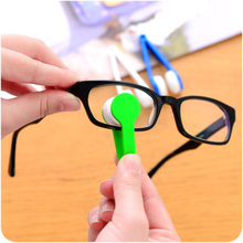 Multifunctional portable spectacles cleaning glasses, cleaning, cleaning, leaving no trace, not touching lenses, replacing spectacles cloth.