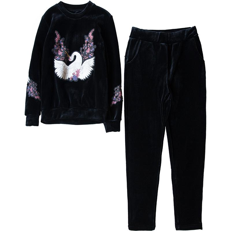 122007 婴儿般的呵护 自带火炉~细腻舒适银狐绒刺绣卫衣+裤子套装