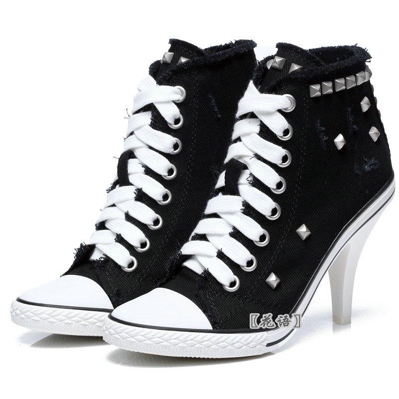 黑色高帮高跟鞋