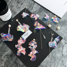 South Korea's personality of Baomai is full of sexy laser sequins, which exaggerate the long hanging temperament of ear nails and big earrings.