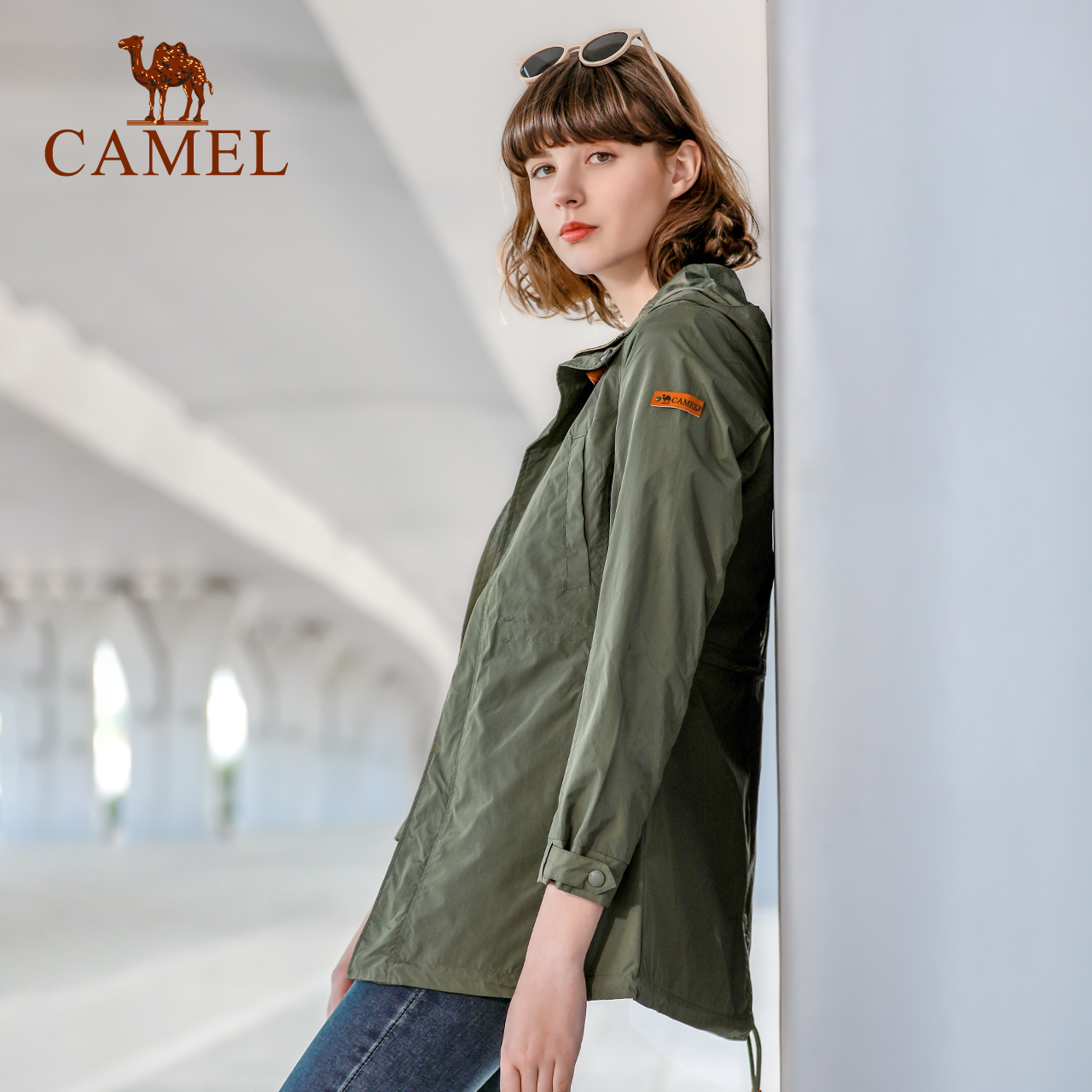 骆驼户外时尚冲锋衣女单层薄款潮牌中长外套防风防水四季旅行风衣