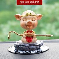 创意新品猪八戒车载摆件车内饰品小猪汽车摇头摆件可爱小猪装饰