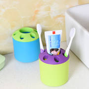 Creative porous plastic toothbrush holder pen holder Multifunction desktop pen holder toothbrush toothpaste seat small gift wholesale