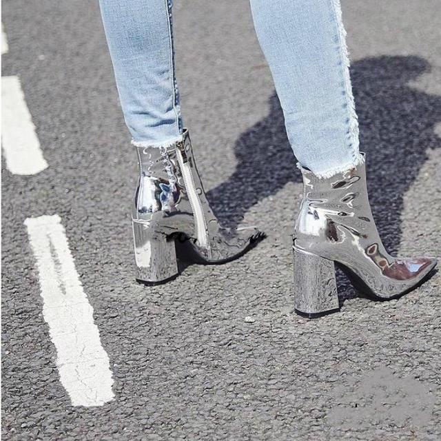 银色高跟靴