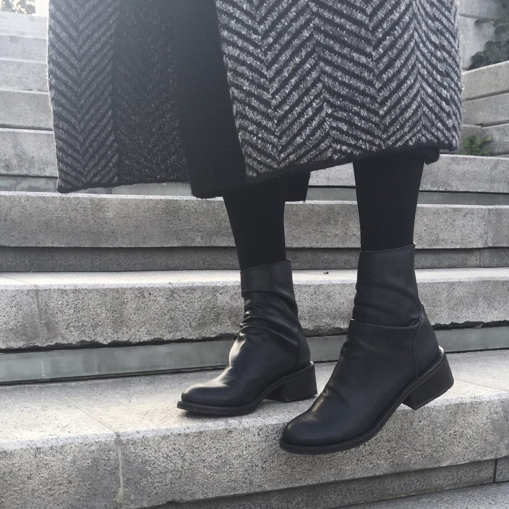 一拾方定制秋冬加绒靴子女粗跟短靴骑士靴复古褶皱倒靴真皮中筒靴