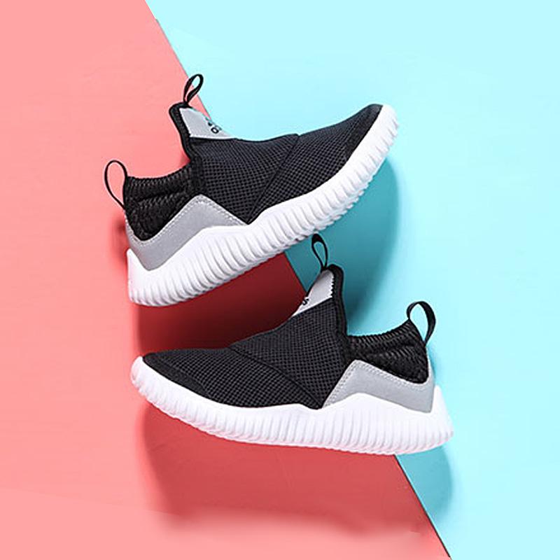 阿迪达斯童鞋2019新款网面透气运动鞋男童女童中大童跑步鞋D96858
